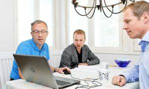 Mike Holopainen, Alexandre Zaitsev ja Jari Tuormaa painottavat, että lämmitystä koskevissa päätöksissä pitäisi huomioida aina myös elinkaariajattelu. Tämä tarkoittaa sitä, että edullinen hankintahinta ja edullinen tekninen huolto ovat elinkaariaikaisten kokonaiskustannusten kannalta avainasemassa.