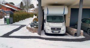 Sulanapitojärjestelmällä mahdollistaa esteettömän ja turvallisen liikkumisen myös lumisissa ja jäisissä olosuhteissa. Kuva Juha Loikkanen.