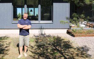 Kanta-Hämeen Hausjärvelle passiivitalon rakentaneen sähköinsinööri Tuomas Virtasen mukaan suora sähkölämmitys oli ainoa järkevä vaihtoehto passiivitalon lämmitysratkaisuksi.