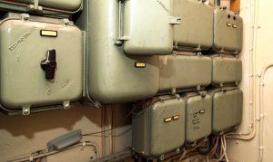 Jopa 50 vuotta vanhat sähkökeskukset saattavat olla yhä muuten hyvässä kunnossa, mutta niiden mitoitus ei vastaa enää vuosikymmenten varrella moninkertaistunutta sähkönkulutusta.